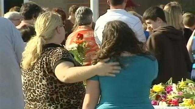 Vigil held for Carly and Sawyer Simpson