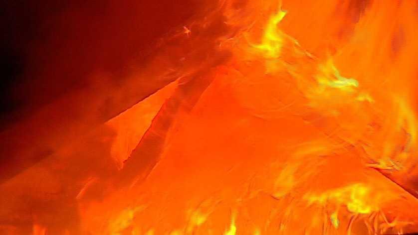 img - Crews respond to late-night building fire