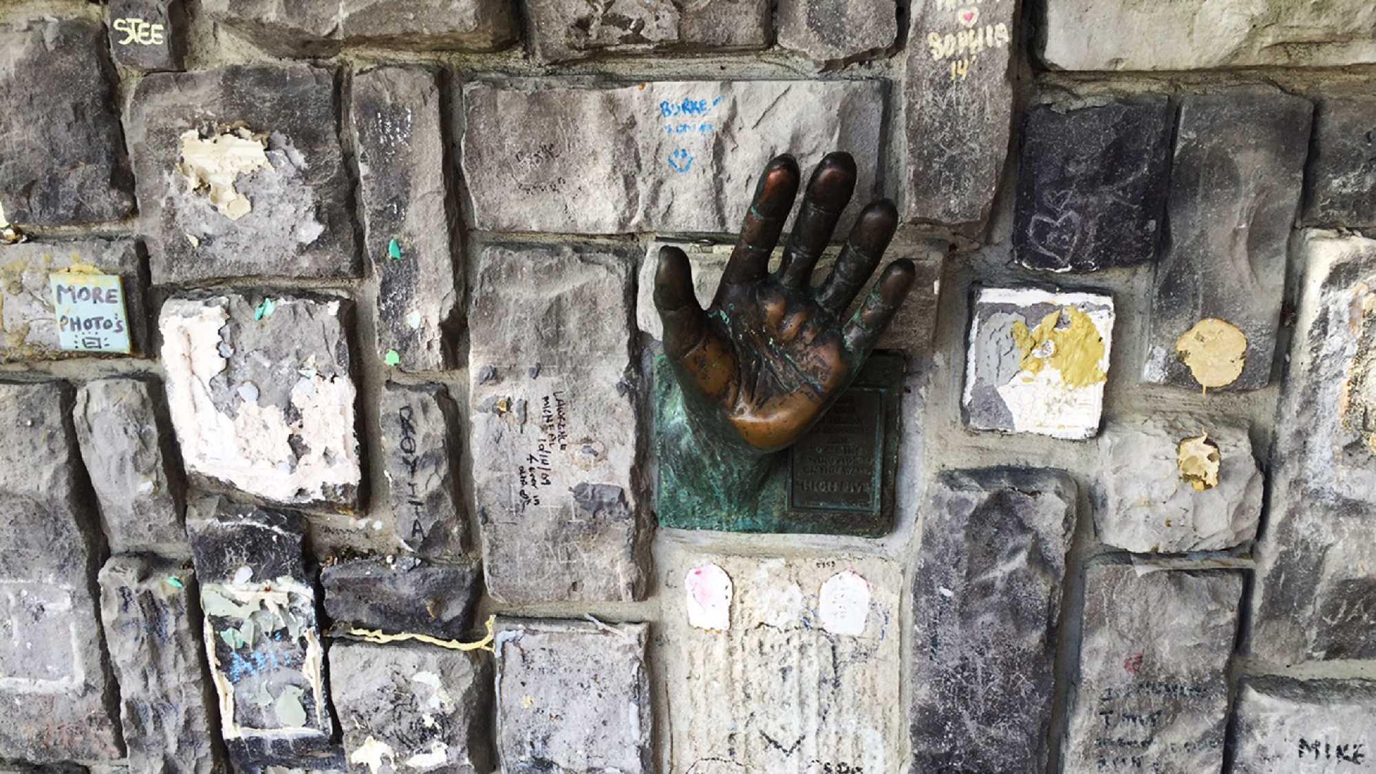 Aptos memorial wall