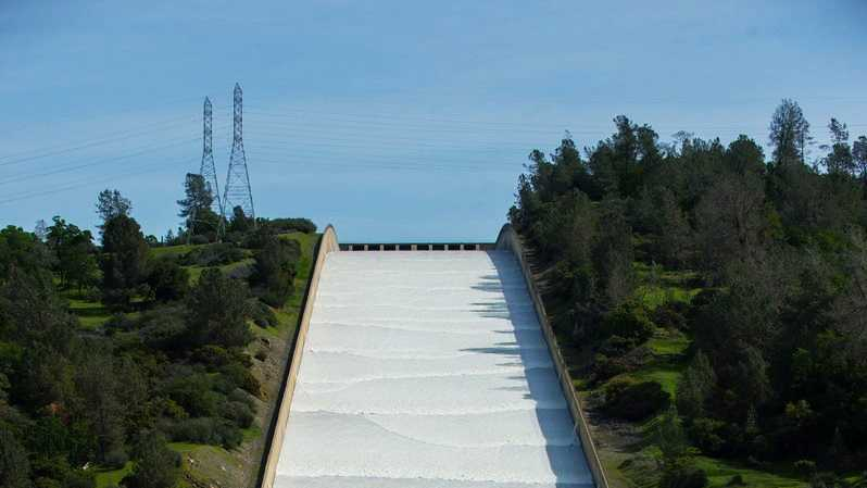 Lake Oroville spillway