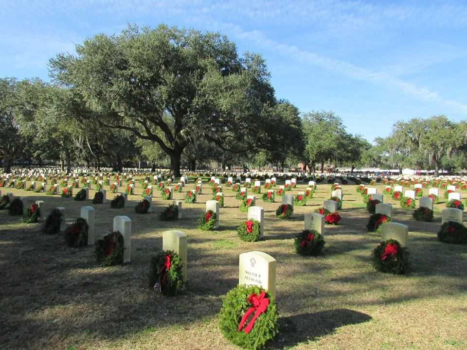Thousands of wreaths keep memory of veterans alive