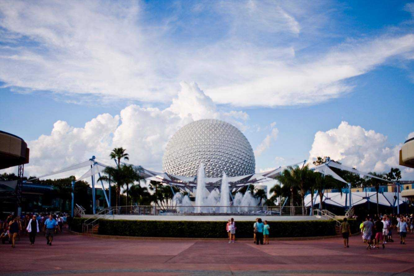 2 charged with trying to bring guns into Disney parks