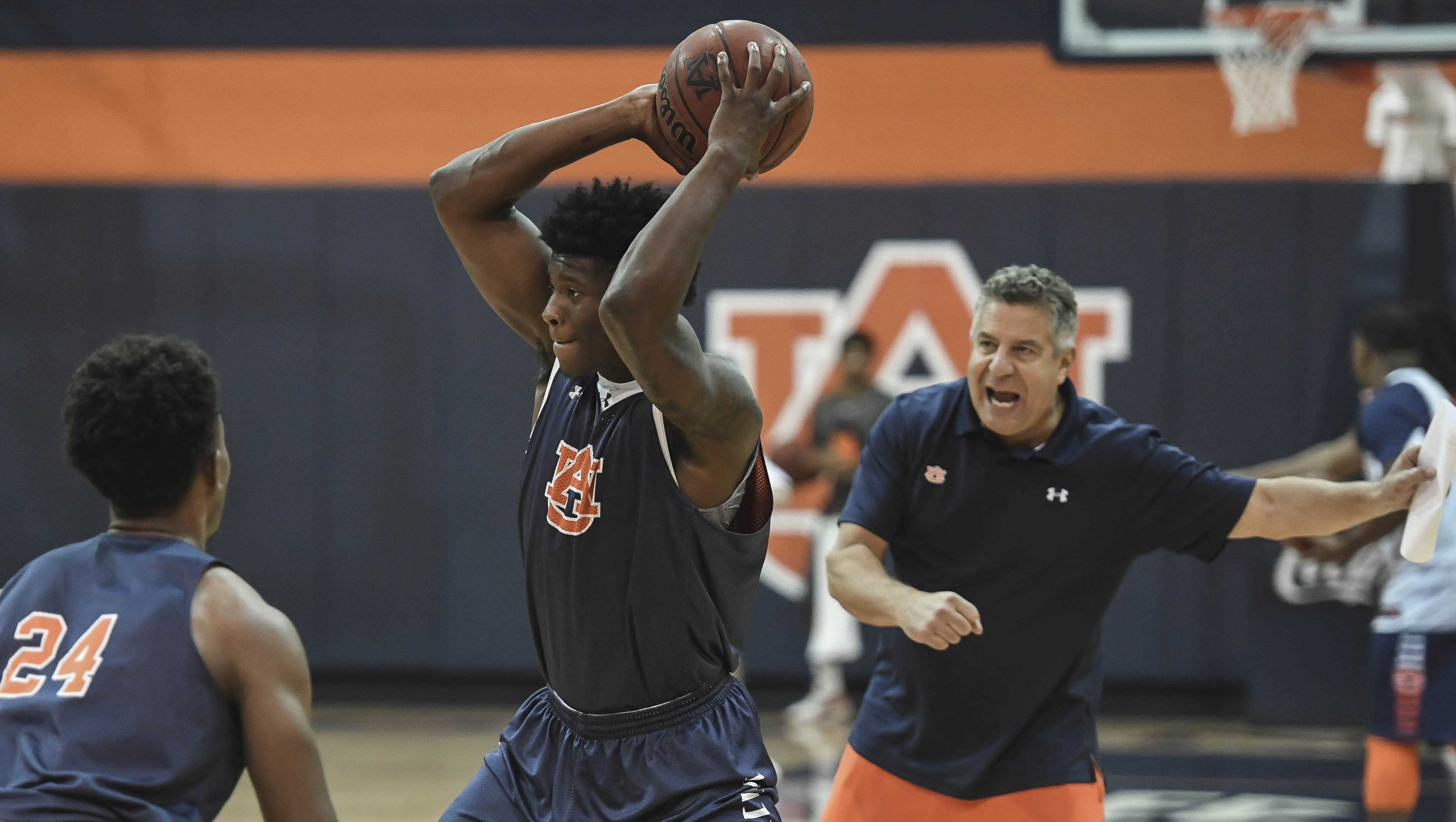 Bruce Pearl directs his players