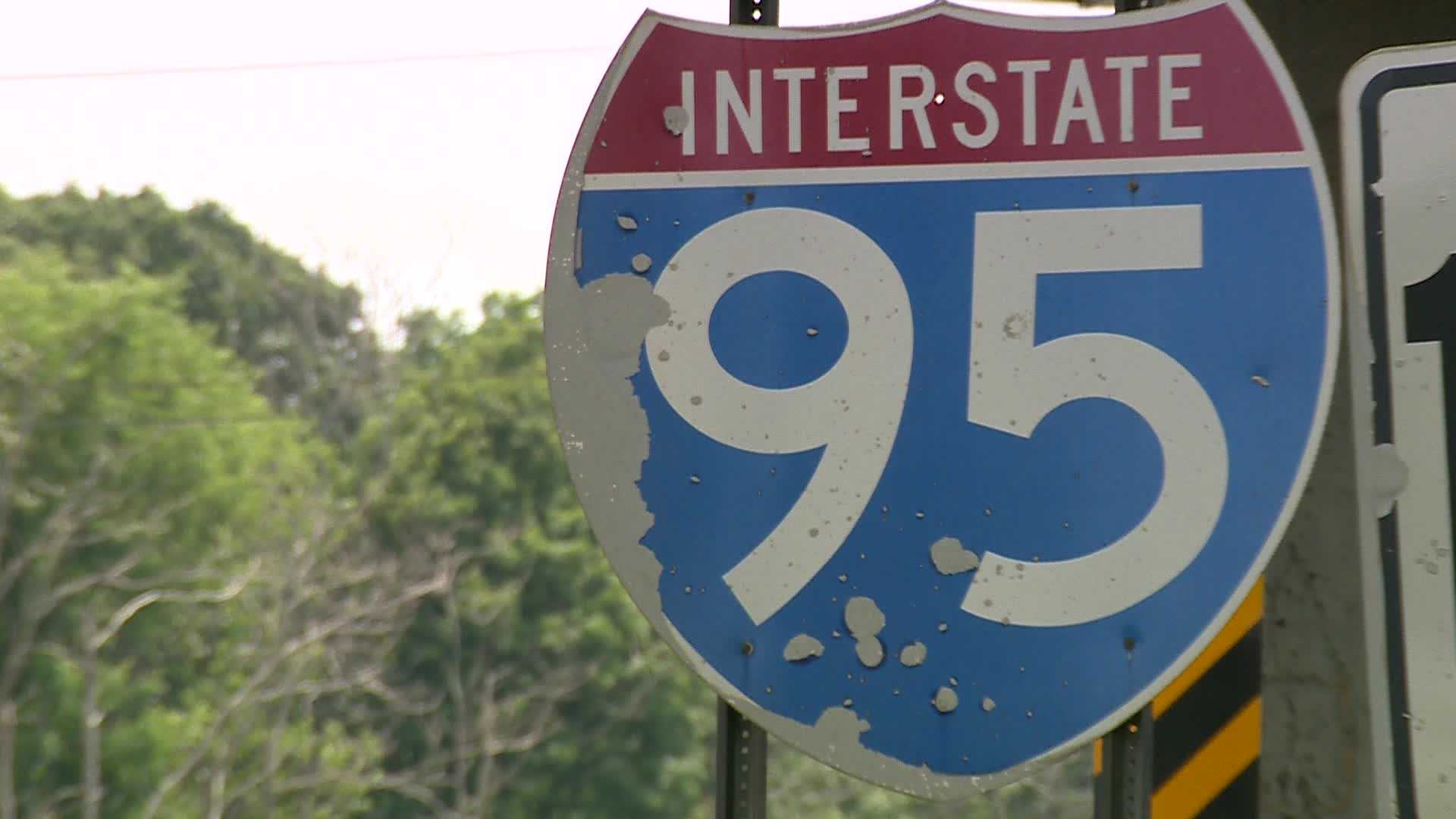 Driver killed after vehicle crashes into wooded area off Interstate 95