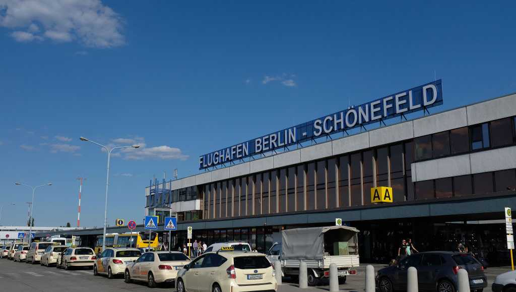 Airport's X-ray screening leads to bomb scare, X-rated luggage items