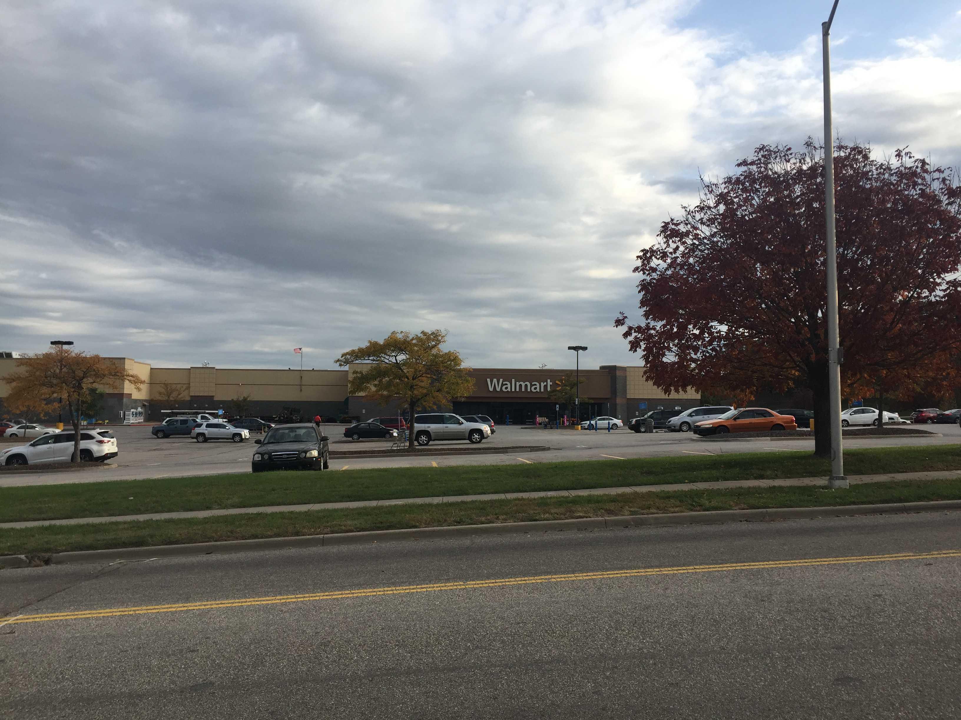 Stranger chokes baby at Overland Park Walmart