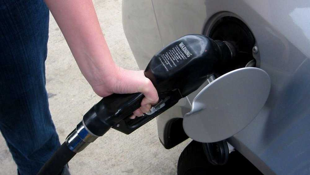 Gas prices dip to US average of $2.20 per gallon