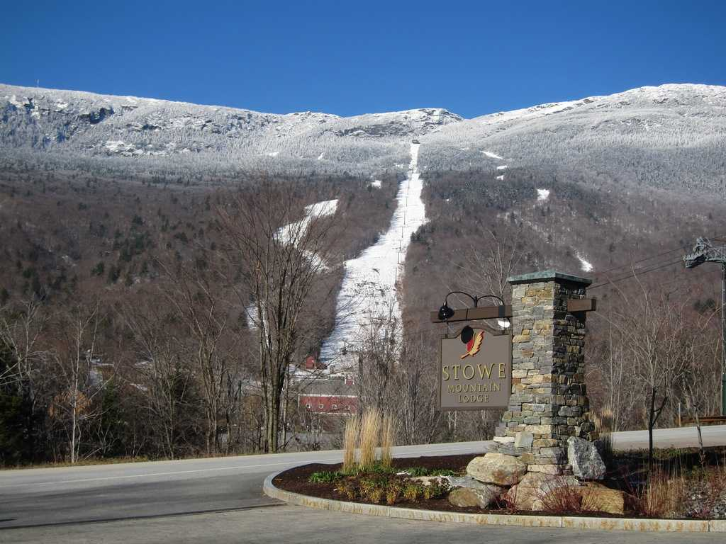 Snowboarder dies after rescue at Stowe
