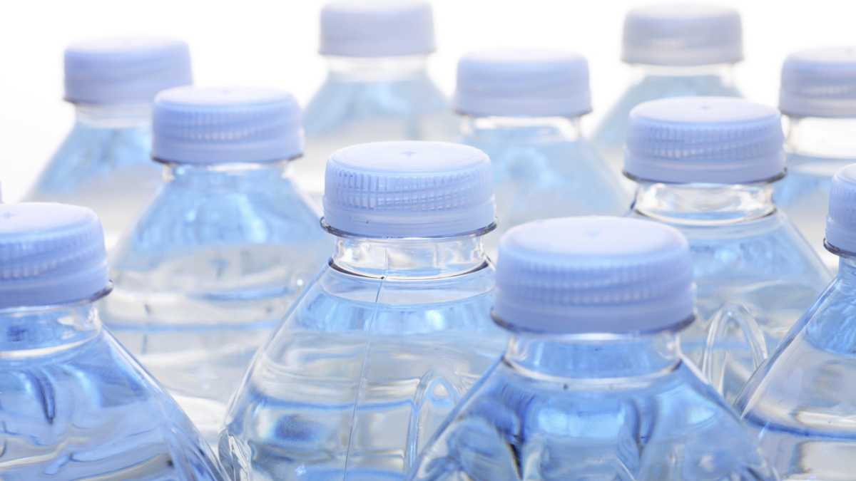bottled water issues Plastic water bottles are causing a flood of harm to our environment  here are 10 things you can do today to start solving the water bottle problem:.