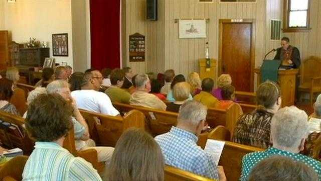 A 114-year-old church in Des Moines closes its doors after a final service.