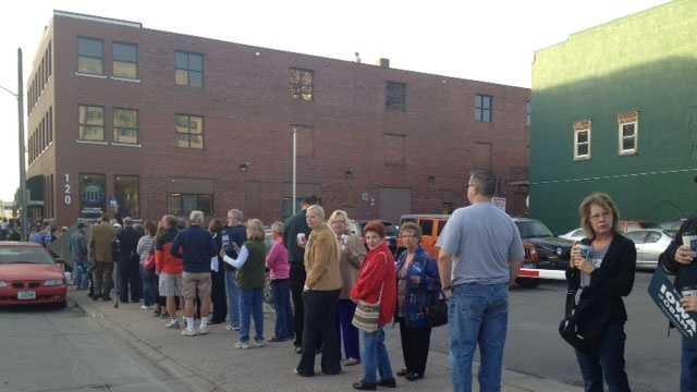 Line of voters in Des Moines.