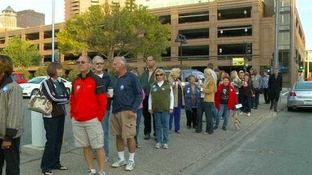 img-Early voters line up on first day