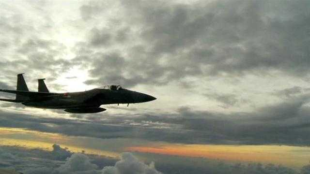 An F-15 fighter pilot with the Florida National Guard put on an impromptu air show in the skies over the western Des Moines suburbs Tuesday morning.