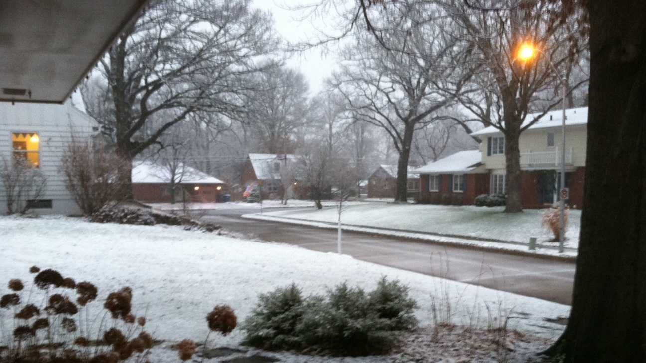 Snow falls in Beaverdale neighborhood