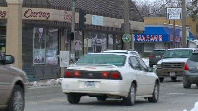 A group is working to gather feedback on a proposal to change 42nd Street in Des Moines.