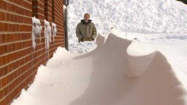 img-Snowstorm hits western Iowa with 10 inches