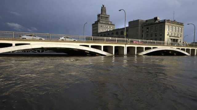 CR flood cedar river near bankfull