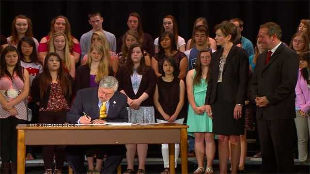 Branstad signs education reform bill.