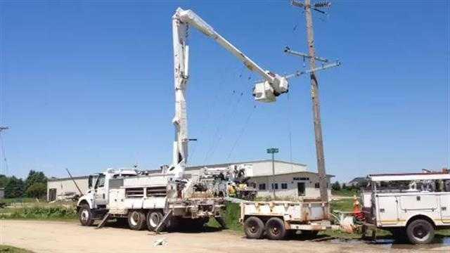 Crews clean up damage in Belmond