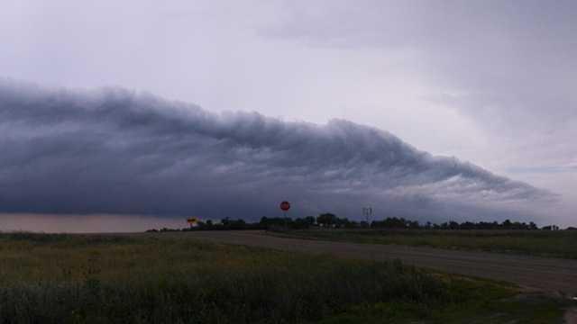 Shelf cloud over New Sharon