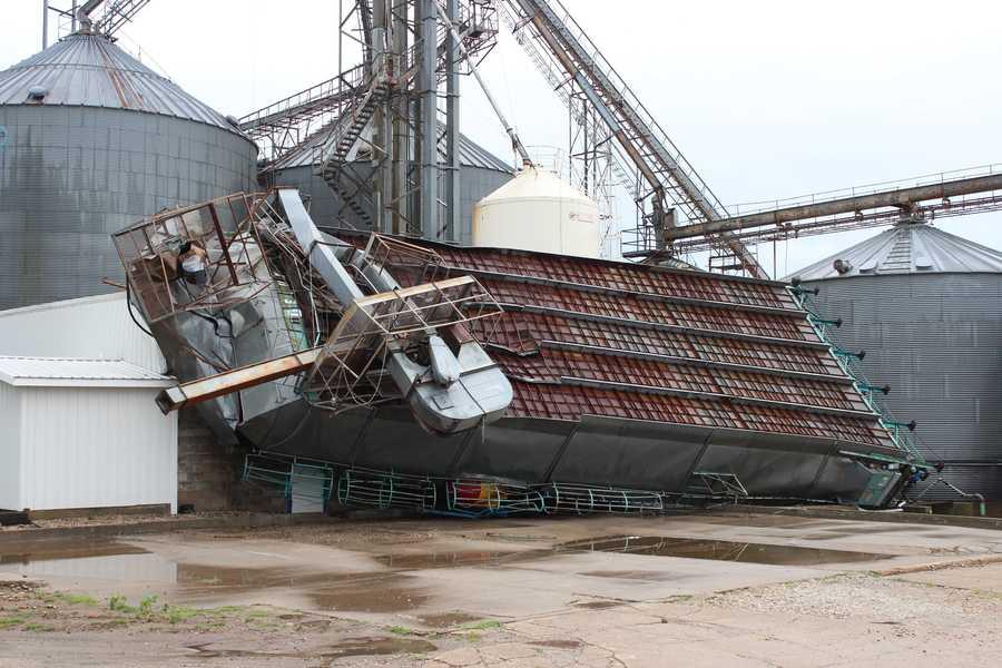 Thunderstorm winds damage Coop in Audubon.