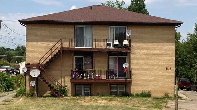A 1-year-old boy falls 50 feet off Des Moines apartment balcony.