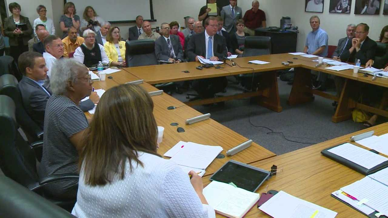 The State Board of Education voted down a proposed rules change Thursday that governs when schools can start classes.