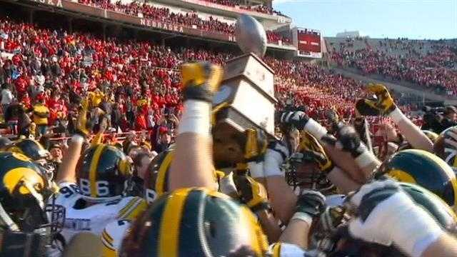 The Hawkeyes react to raising the Heroes Trophy for the first time ever