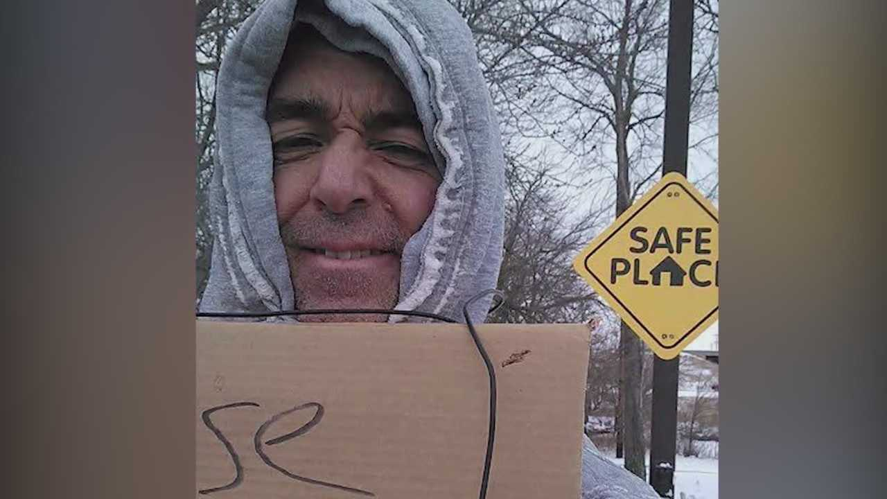 Des Moines business man poses as homeless, gives back