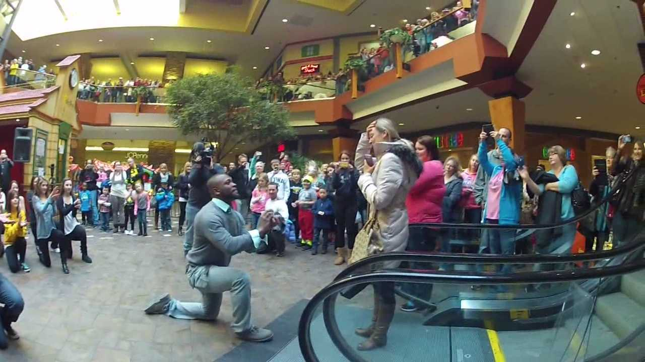 Sean Ratliff proposed to his girlfriend, Lindsey Baker, with a flash mob of more than 100 people at the Valley West Mall in West Des Moines.