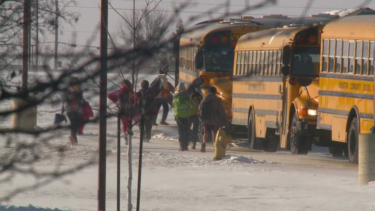 img-Hundreds of Iowa schools close due to extreme cold