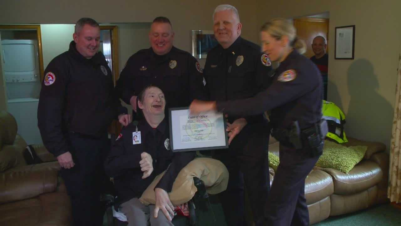 Community gives back to Urbandale's biggest fan
