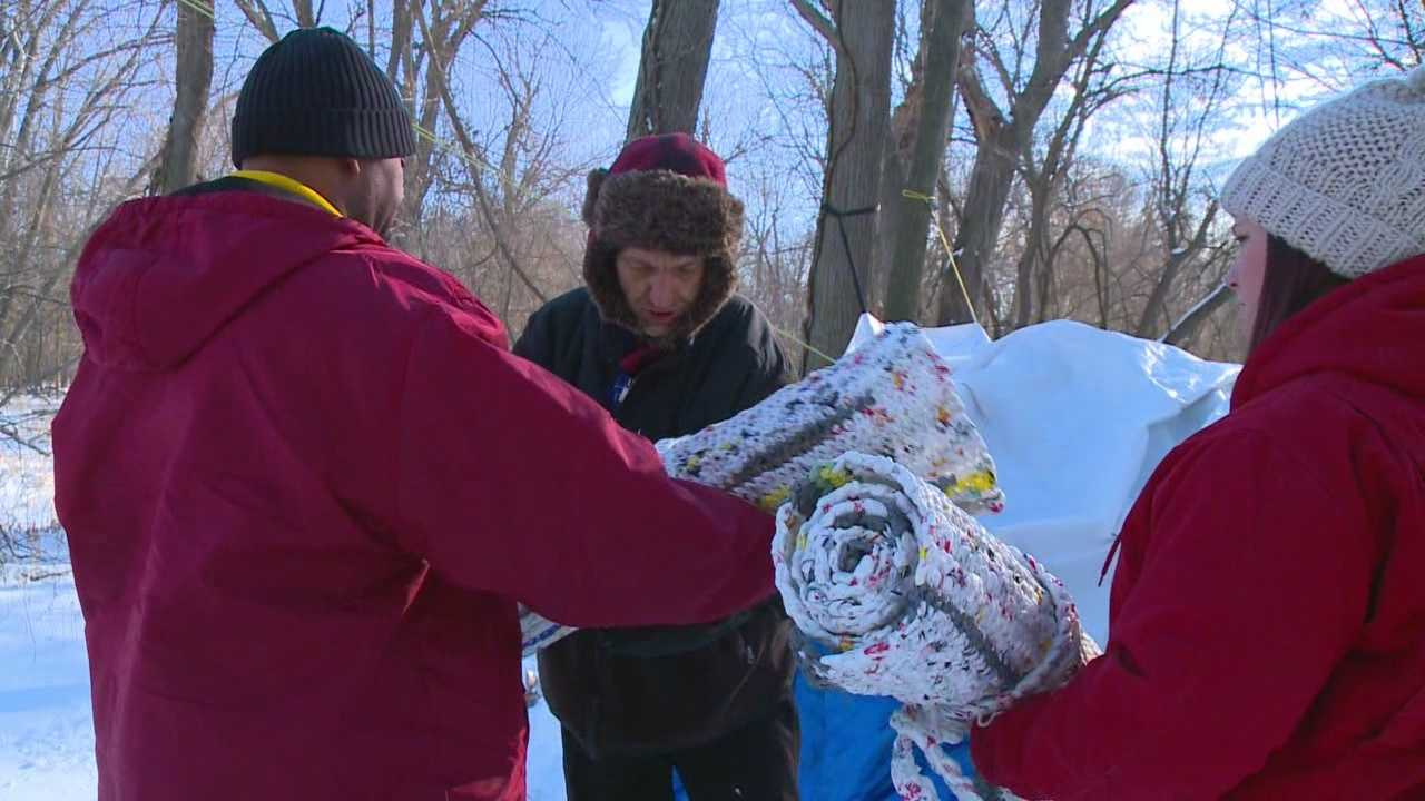Group uses plastic bags to help homeless