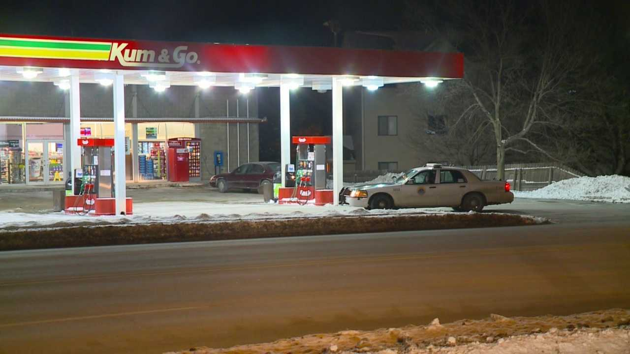 Des Moines police were called to a gas station robbery early Monday morning.