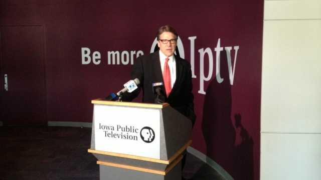 Gov. Rick Perry dodges 2016 talk during Iowa visit
