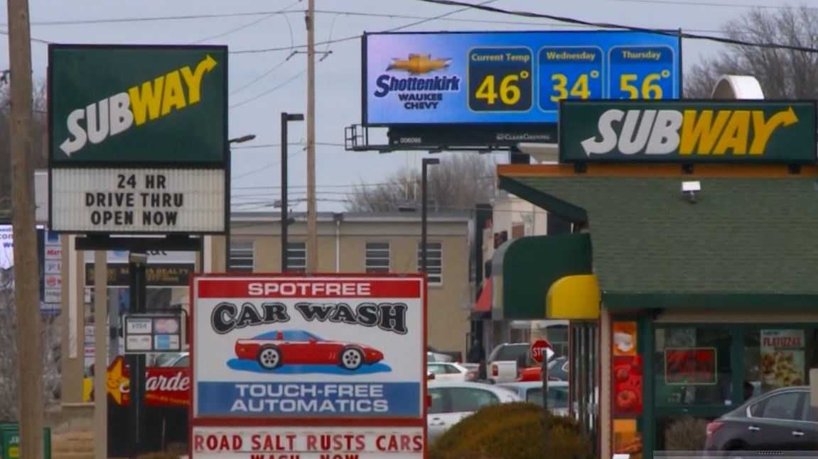 Des Moines signs and billboards