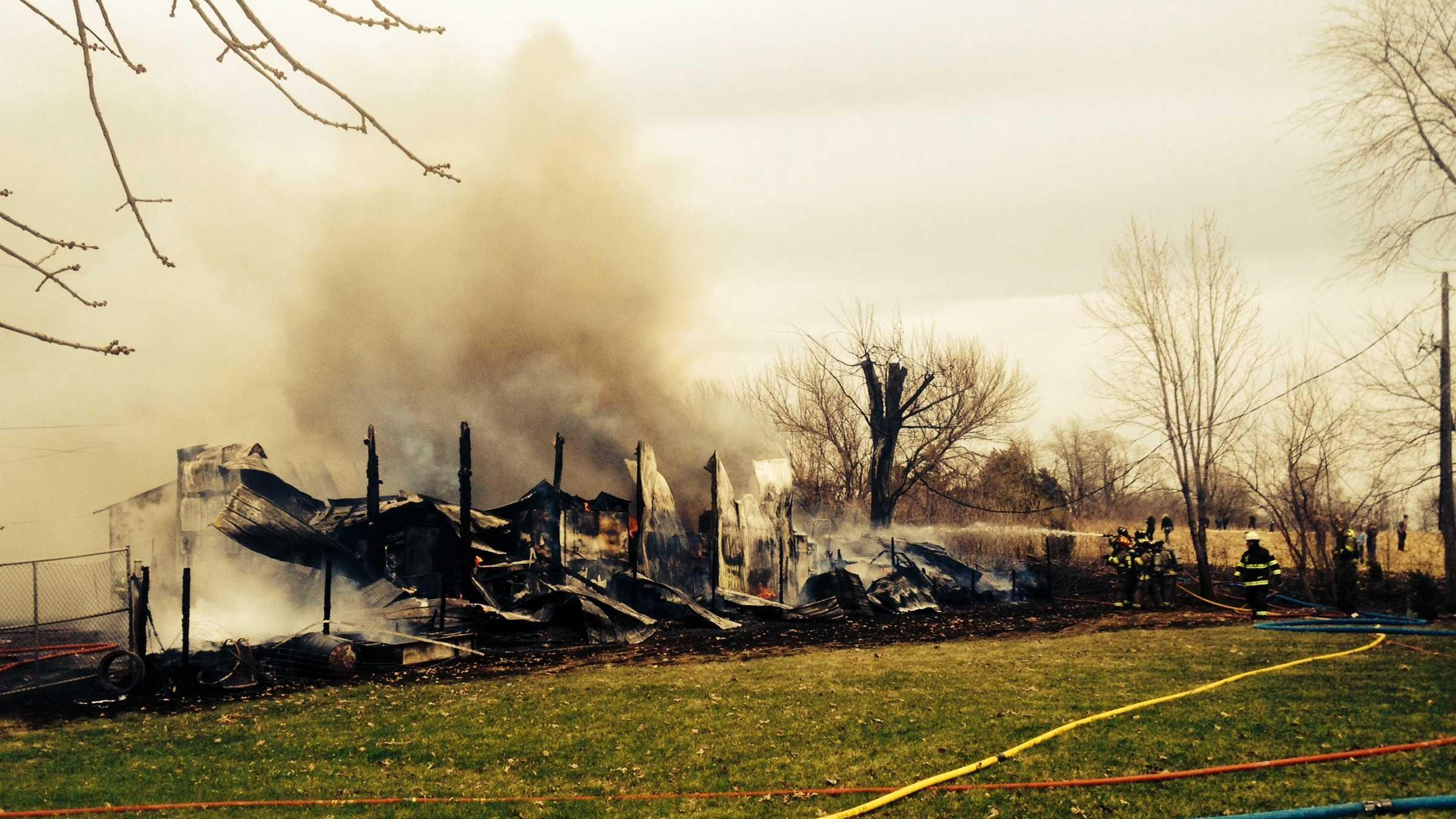 Fire destroys shop in Warren County