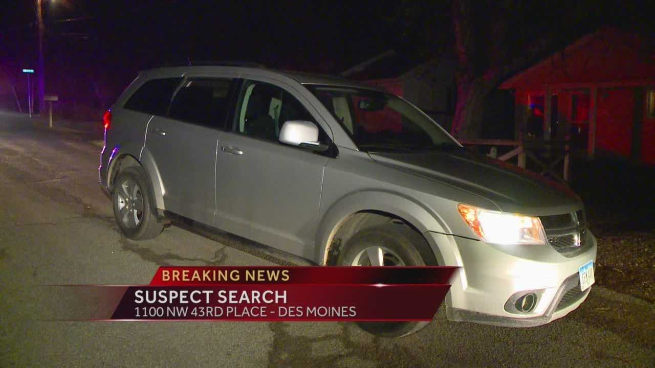 Des Moines police are looking for a driver who led police on an early-morning chase.
