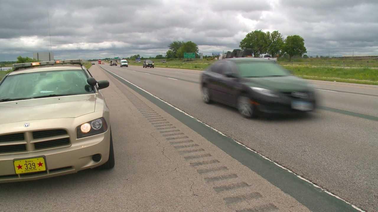 Iowa trooper pulled to shoulder