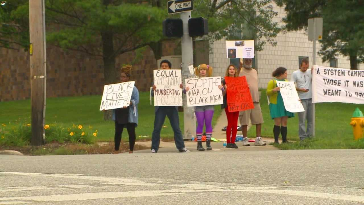 Group in Des Moines protests Ferguson incident