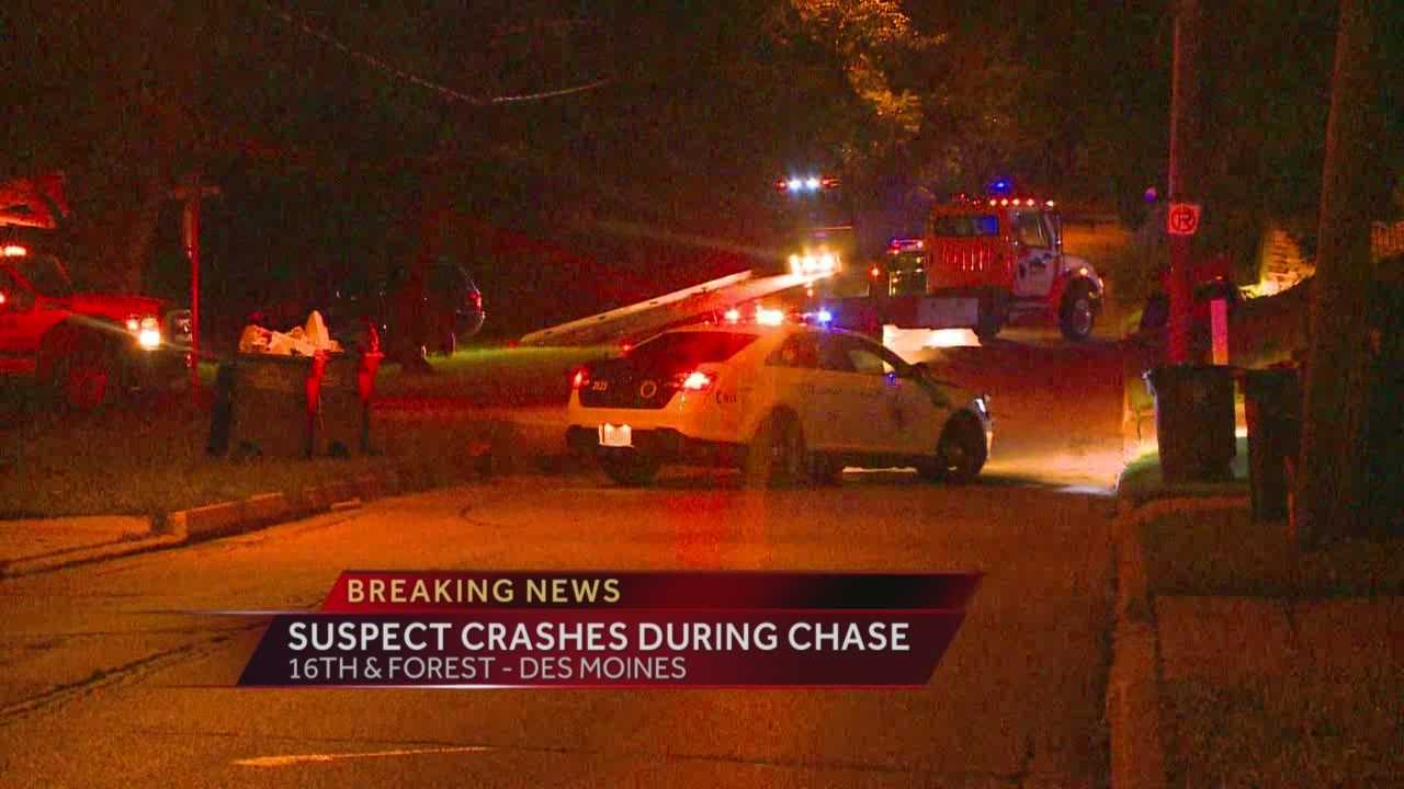 A Des Moines police chase ended with a crash and a short foot chase.