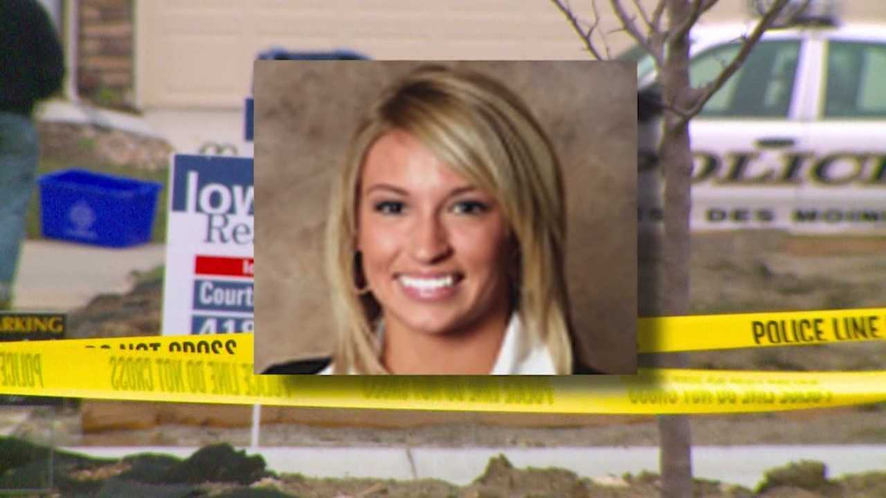 Police in Iowa are wondering if the murder of a real estate agent about 600 miles away is connected to a similar case that happened over three years ago.