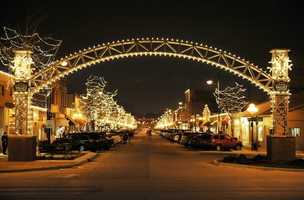 Jingle In The Junction, Thursday, December 4, 5 – 9 p.m. at Historic Valley Junction. The businesses in Historic Valley Junction and the streets will be lined with over 150,000 twinkling lights for Jingle in the Junction! Visit Santa, take a horse drawn carriage ride and enjoy other festive activities! Admission: Free