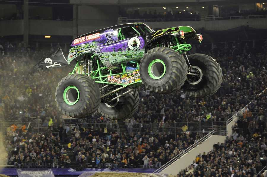Monster Jam® is blasting into Des Moines with a new arena based, points-paying Monster Jam endurance showcase, featuring the biggest and best lineup of Monster Jam trucks highlighted by more of what the fans want to see…more racing, more freestyle, more donuts, more wheelies, more trucks, more action…#MoreMonsterJam!  These select markets will also be treated to new competition vehicles such as extreme Monster Jam Speedsters and Monster Jam ATVs as they rip through the arenas during combative racing action. Headlining the tour will be eight of the best Monster Jam trucks and eight of the fiercest athletes competing against one another and against each Monster Jam branded trio of vehicles, to earn valuable points during each new event discipline.