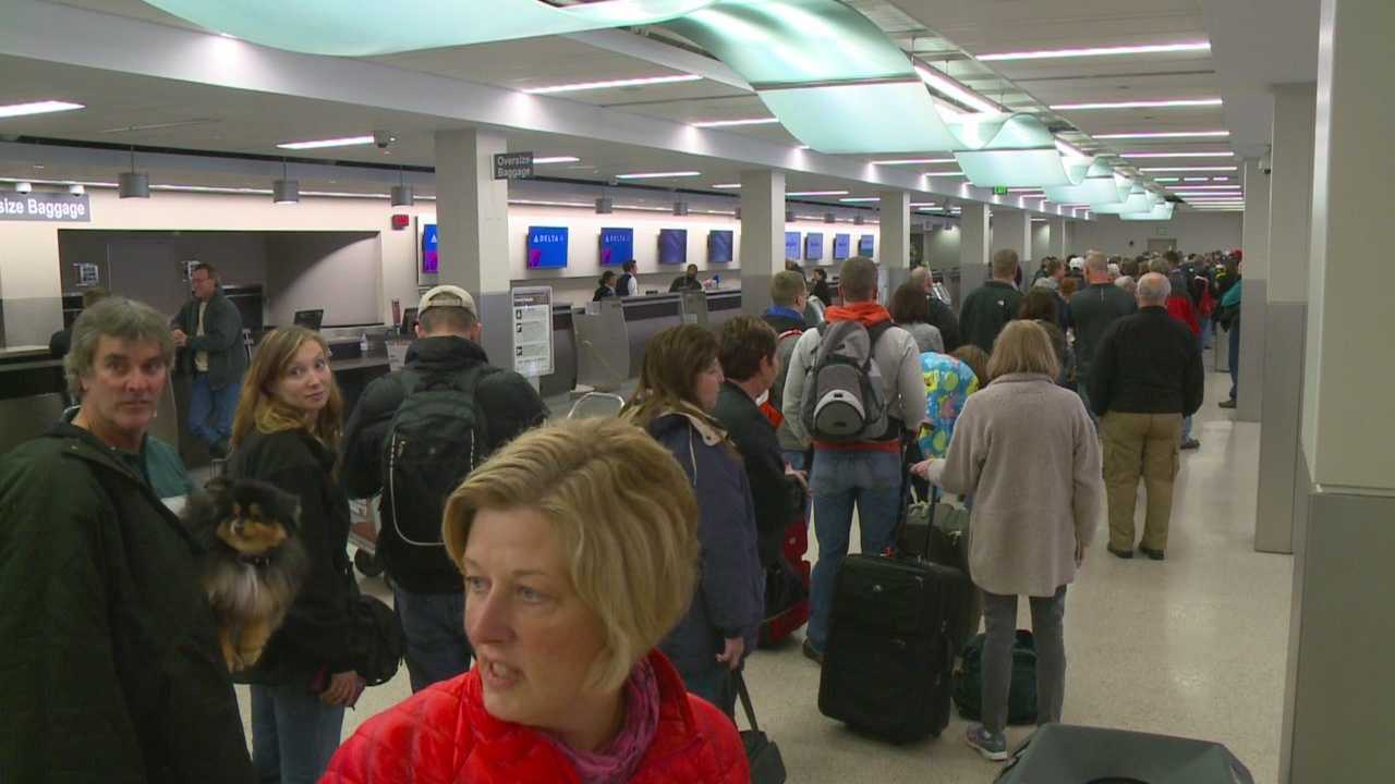 While some Iowans were out and about enjoying the snow Sunday, the weather caused some big problems at the Des Moines International Airport.