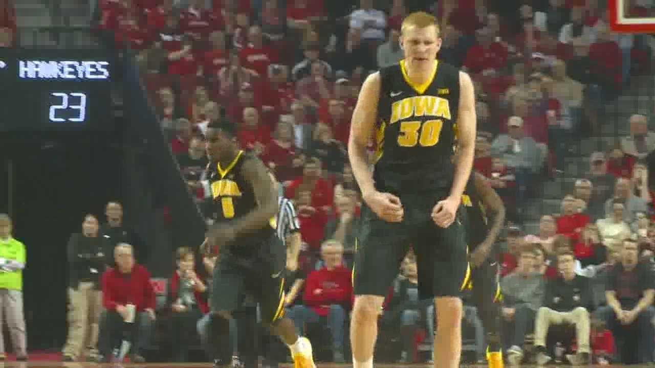 Aaron White and the Hawkeyes won easily on the road.