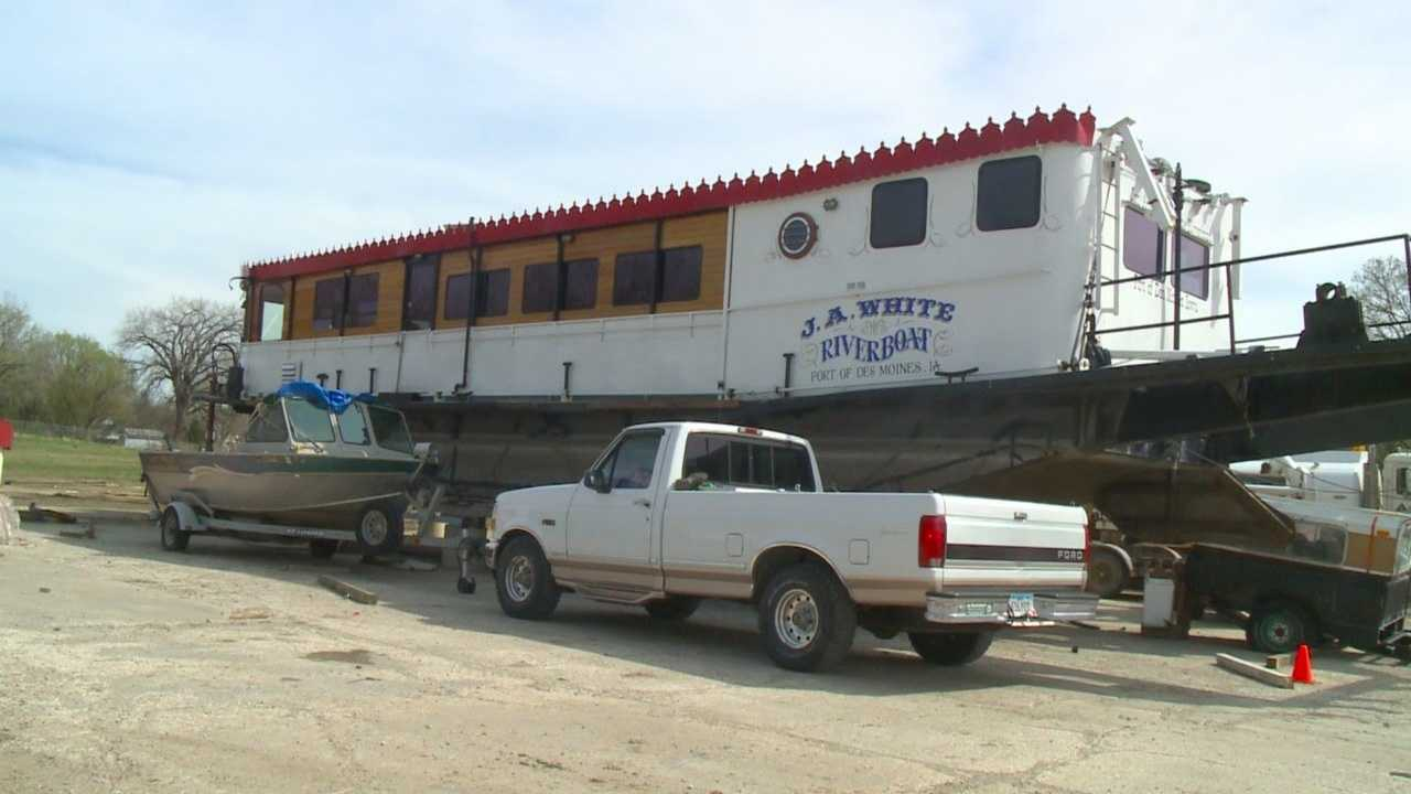 A plan to bring a riverboat to West Des Moines is making waves in West Des Moines.