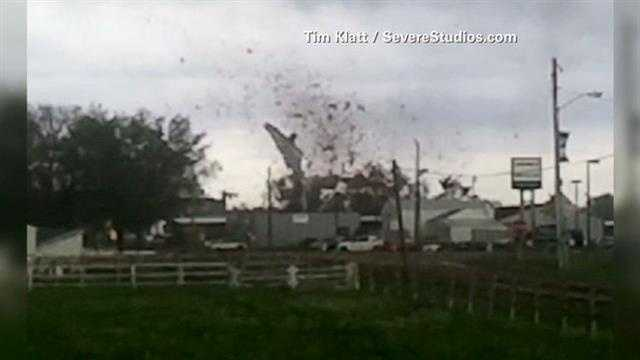 Video shows Lake City school's roof being torn off during a tornado.