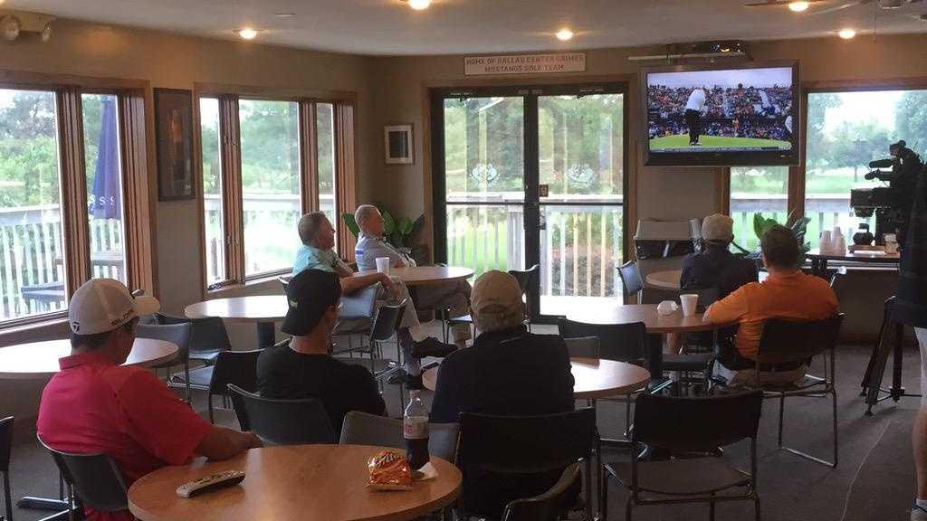 Iowans watch Zach Johnson compete in the British Open.