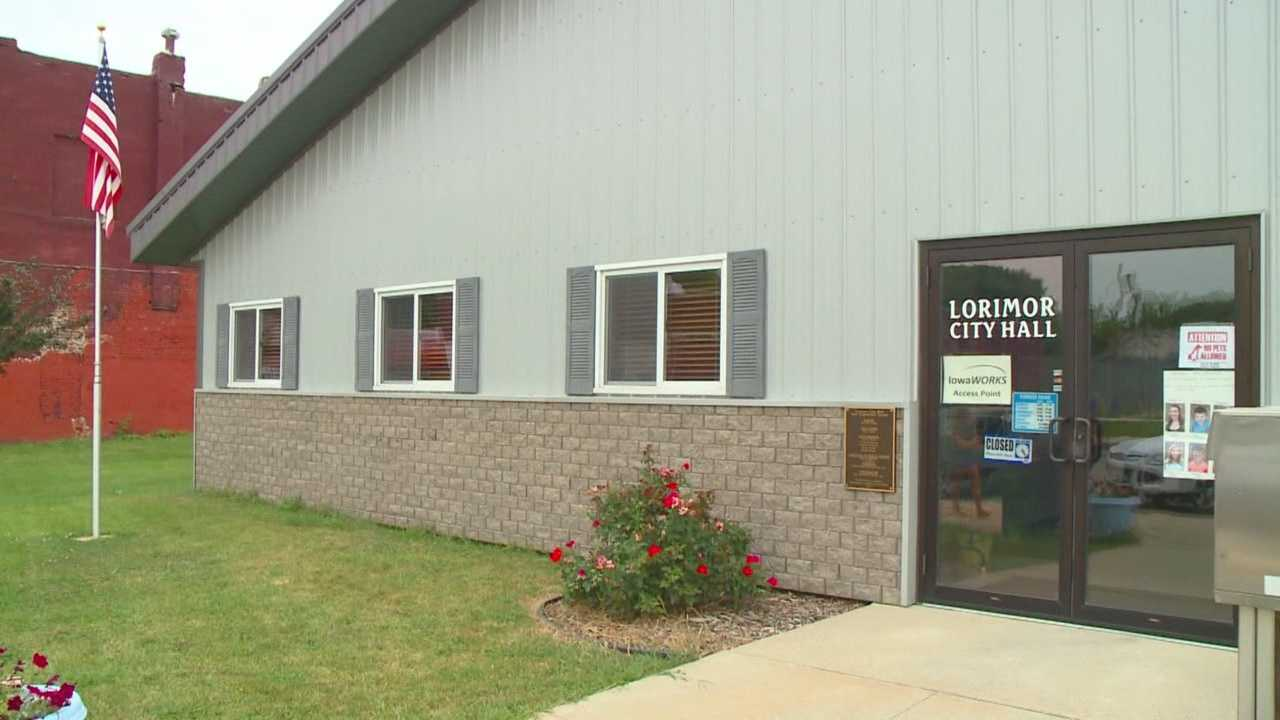 A small-town squabble in Union County caused a city hall to shut down and the town's mayor to resign.